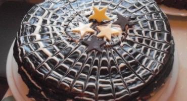 Zdjęcie przedstawia wykwintny piernik