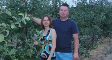 Zdjęcie przedstawia Państwo Patrycja i Błażej Wiązów, Mistrzów Województwa Łódzkiego Konkursu Agroliga 2008 w kategorii rolnicy