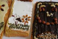 ciasta mazurki z wzorem bociana oraz z polewą czekoladową